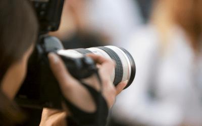 """الصحافية اللبنانية أسيل طبارة تفوز بجائزة """"الريادة التحريرية للنساء"""""""