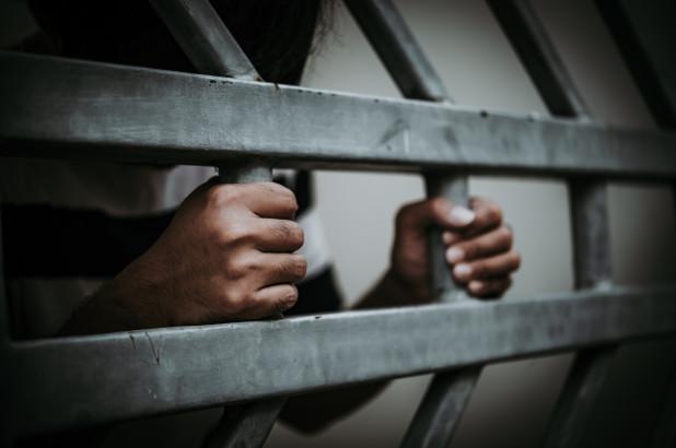 القبض على إمام مصلى اغتصب طفلا في الإمارات