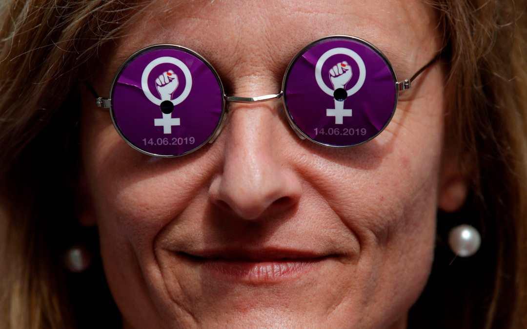 النساء في سويسرا ينتفضن من أجل المساواة