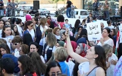 غضب النساء في ساحة الشهداء وسط بيروت على ظلم المحاكم الشرعية والروحية