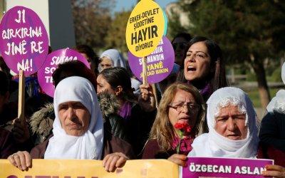 النساء في تركيا يخرجن في تظاهرات لحمايتهنّ من العنف
