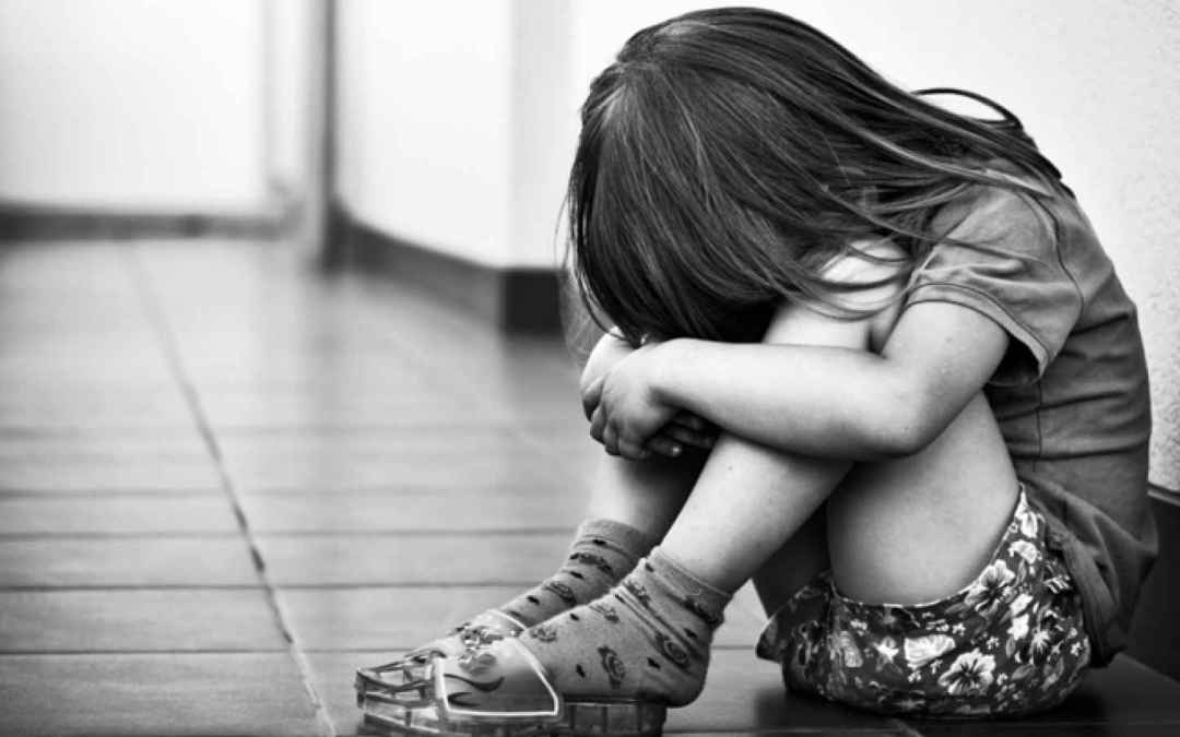 ثلاثة شبّان يتناوبون على اغتصاب طفلة في تونس