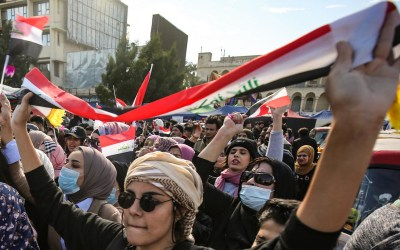 آلاف النساء العراقيات لبين الدعوة وتظاهرن في عدة محافظات عراقية دعما للثورة