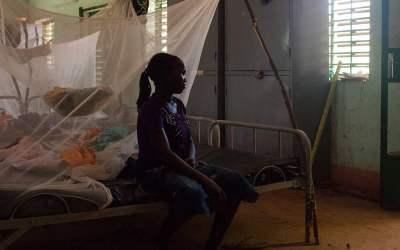 تعرّض الملايين من الفتيات كل عام للضرر البدني والنفسي على مرأى ومسمع من عائلاتهنّ