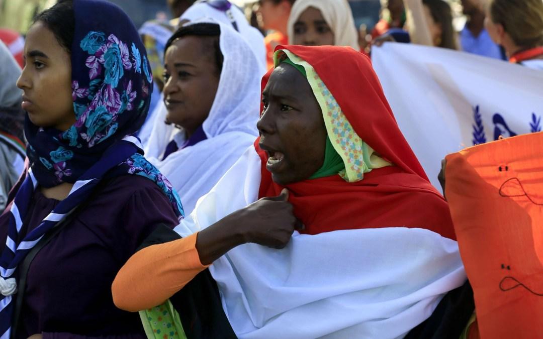 السودان يقرّ حق المرأة في اصطحاب أطفالها أثناء السفر دون إذن آبائهم ويلغي عقوبة الجلد والإعدام في قانون المثلية