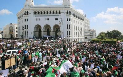 اعتقال ناشطات جزائريات وحبسهنّ مع الرجال ونزع خمارهنّ