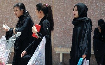 عاملات المنازل الأجنبيات في قطر … إلى حافة الإنهيار