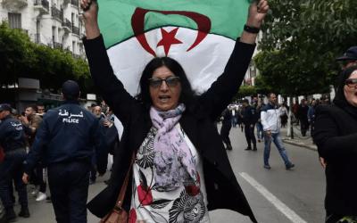 النساء والفتيات في الجزائر ينتفض في الشارع احتجاجاً على العنف المُمارس ضدهنّ