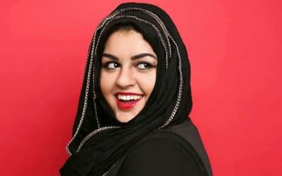 الشابة أماني الخطاطبة تطرد من الطائرة بسبب حجاب