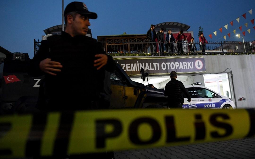 طعن زوجته في الشارع العام في اسطنبول بعد رفضها العودة إليه!