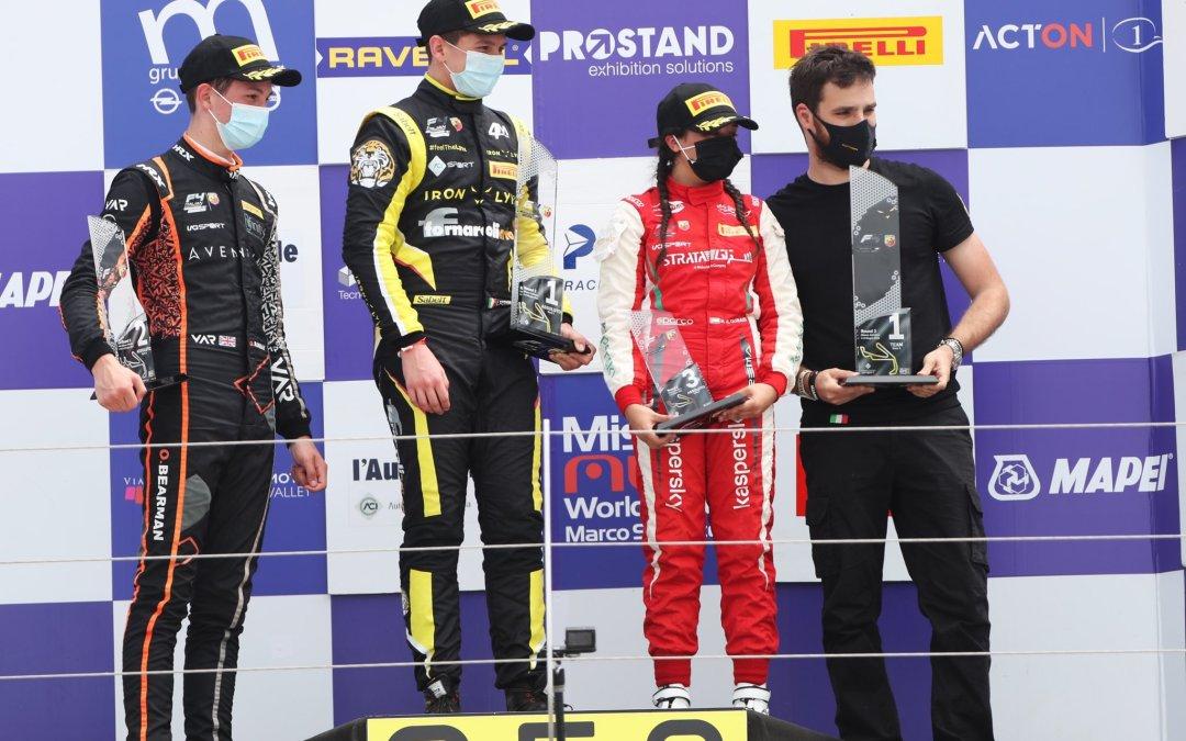 الشابة الإماراتية حمدة القبيسي أوّل امرأة تعتلي منصة فورمولا 4 إيطاليا