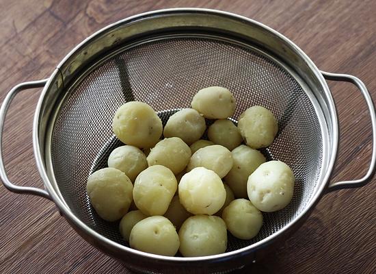 tandoori aloo gravy recipe peel off skin