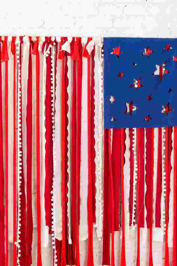 4th of July Photo Booth: DIY 4th of July Backdrop