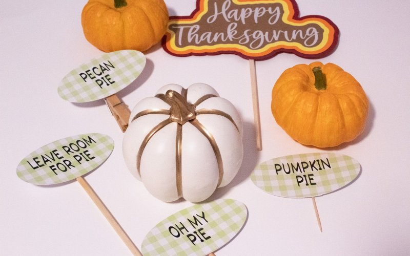 Make Thanksgiving Pie Toppers with Your Cricut and Cricut Pens