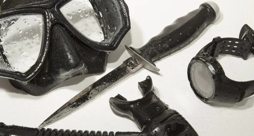 where to place your dive knife