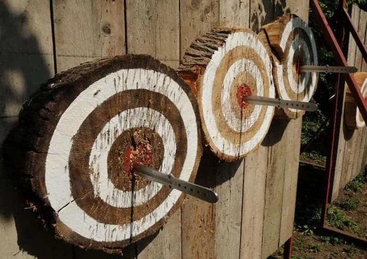 accuracy and throwing knives