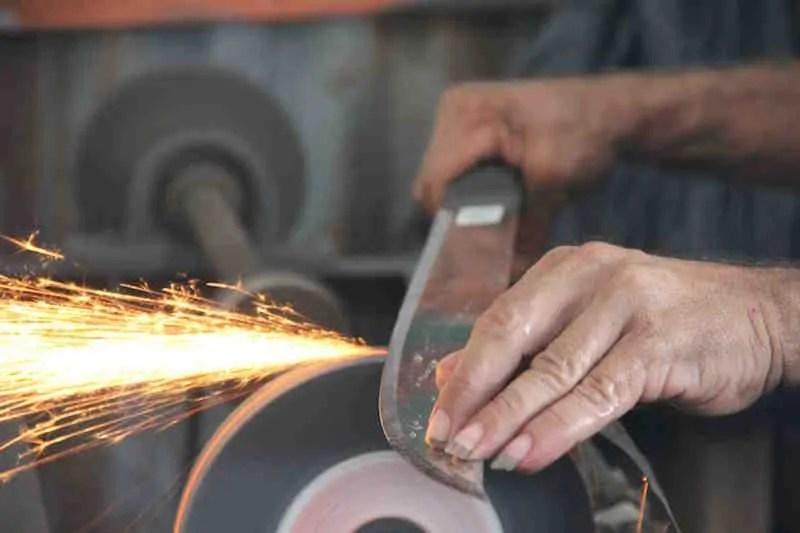 sharpening-a-machete-with-a-grinder.jpg?