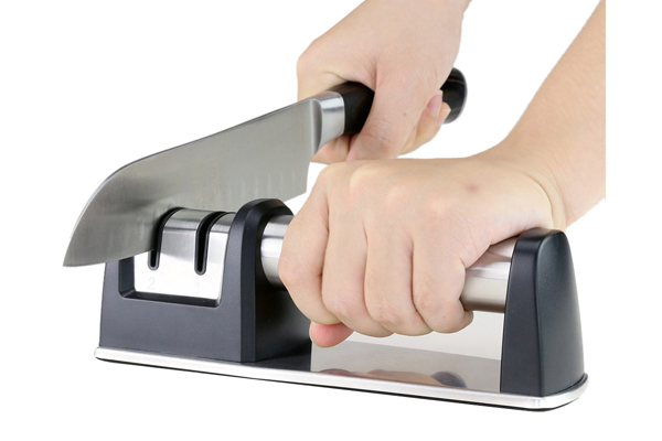 How to use a knife sharpener