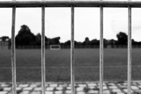 Sportplatz in Poing analog mit der Nikon FA