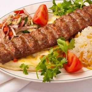 Люля-кебаб из баранины прекрасно дополнит любой стол и придется по вкусу даже заядлым гурманам.
