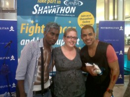 Emo Adams and Xander Theodore Jantjies from 7de Laan with a Shavathon supporter