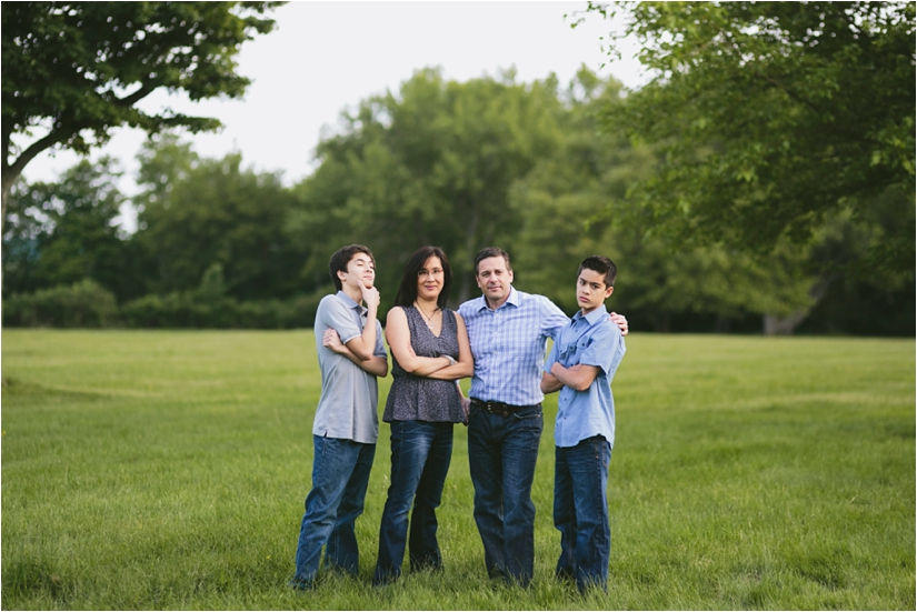 Family_Sesssion_With_OLder_Kids_Teenage_Boy_Family_session_how_to_pose_0026