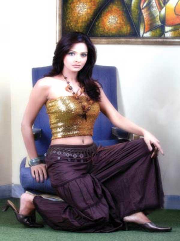 Hot Saba Qamar Pictures