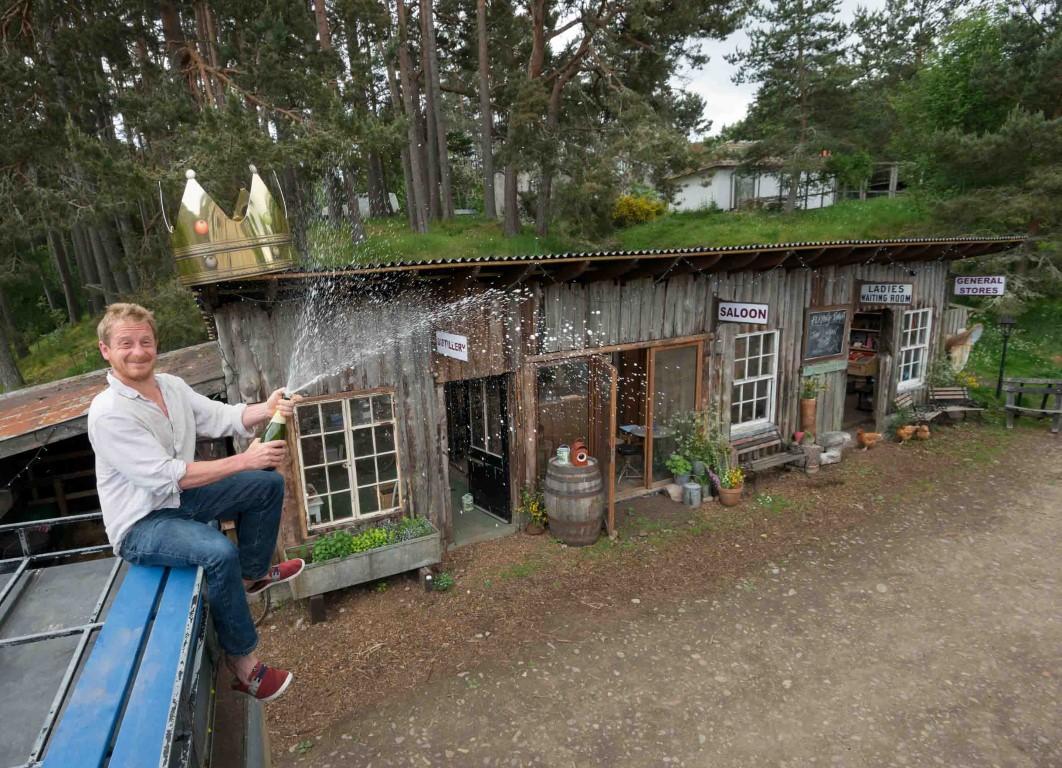 Britiish Family Build House Chile