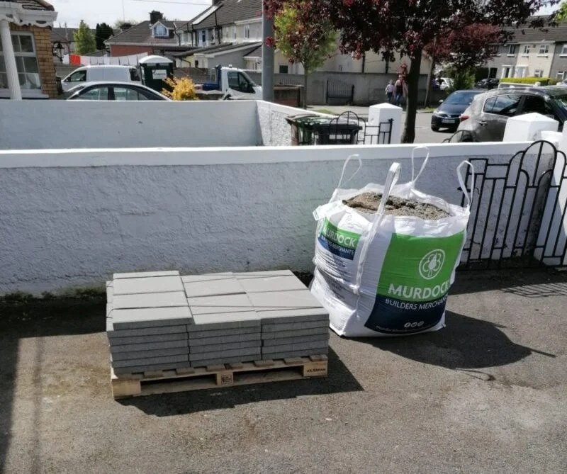 the slabs and tonne of gravel that I'd ordered from Murdocks builders merchants in my driveway ready to use