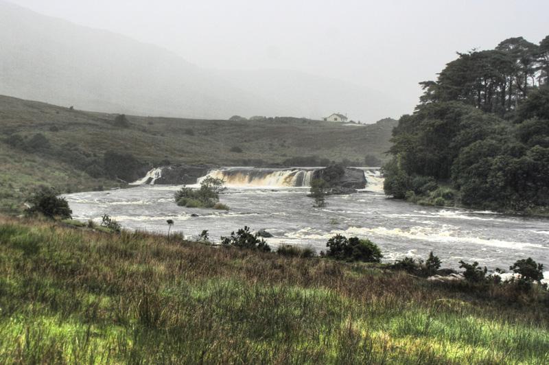 Aasleagh Falls im Regen