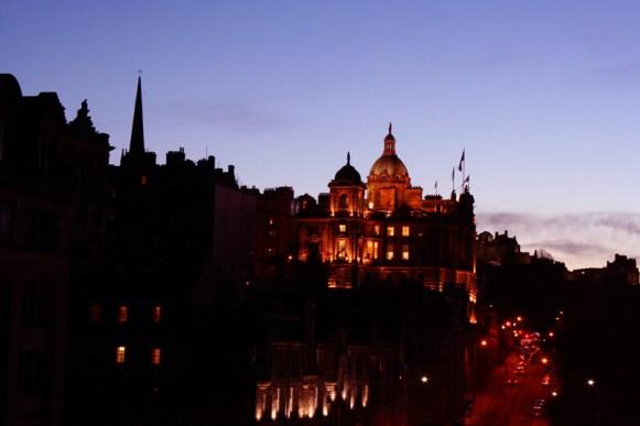 Edinburgh bei blauer Stunde