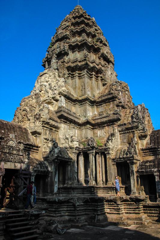Die mächtige Tempelanlage ist das größte religiöse Bauwerk der Welt