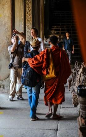 Mönchs-Freundschaft in den Hallen von Angkor Wat