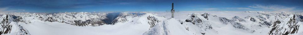 Was für ein Panorama! Am Gipfel des Zuckerhütls (2.5xxm)