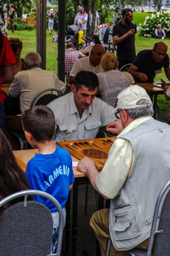 Backgammon im Park