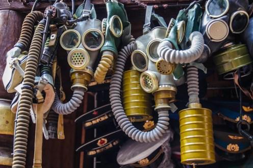 Gasmasken auf dem Izmailovo Markt