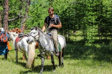 Mit dem Pony auf dem Weg zur Rentierfamilie
