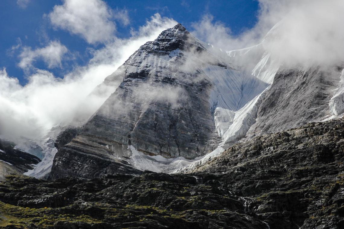 Fels- und Eiswände von Mt. Jampelyang