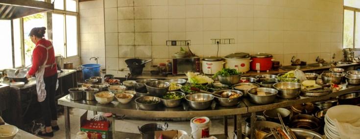 Ein Blick in die Küche bei der Mittagspause in Bifengxia
