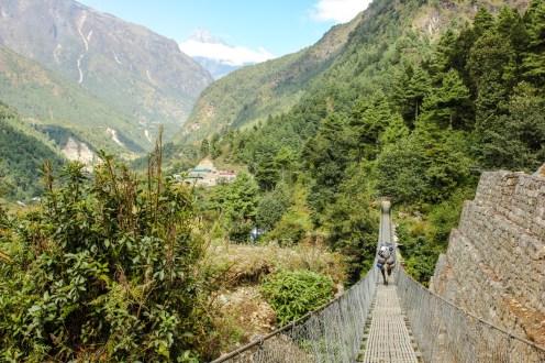 Hängebrücke über den Thado Kosi Khola