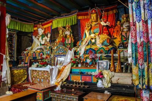 Kloster in Khumjung. Hier gibt es Statuen von Avalokiteshvara, Guru Rinpoche und dem Future Buddha sowie Sakyamuni Buddha.