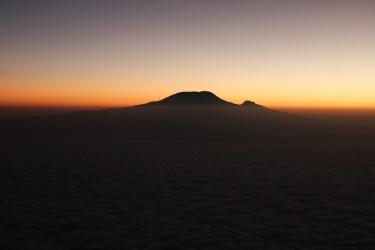 Sonnenaufgang hinter dem Kilimanjaro