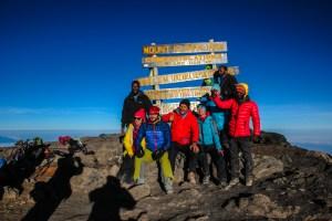 Geschafft! Um kurz vor 7 am Uhuru Peak