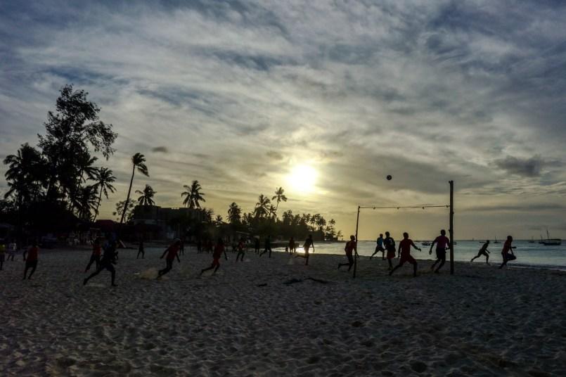 Fußball am Strand von Nungwi