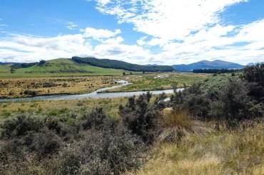 Auf dem Weg zu den Mavora Lakes geht es immer am Mararoa River entlang