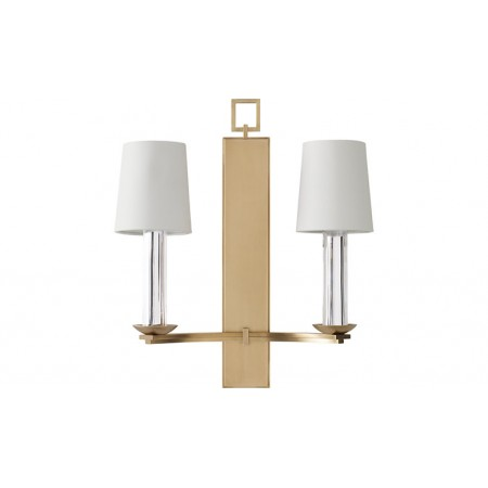 The faceted crystal candelabra lends an extra air of sophistication to this brass sconce.