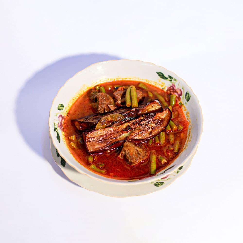 תבשיל גדרה פרסית עם בשר עגל ,שעועית ירוקה ,חצילים מטוגנים ברוטב עגבניות