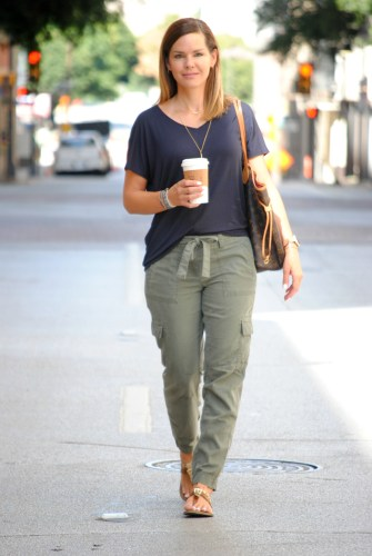 olive-joggers-outfit-5