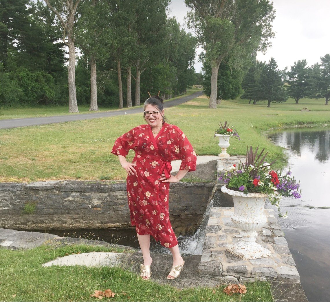 red kimono, kimono dress, gold mules, fashion over 40, Shelbee on the Edge
