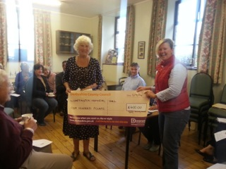 Lindsey Jones receiving the cheque from Cllr Twigg